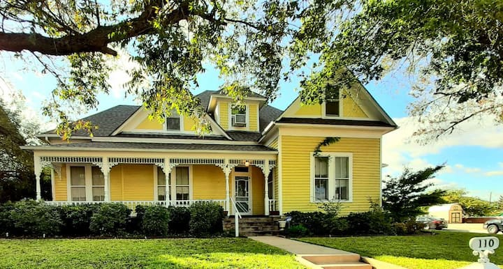 Beautiful home built in 1896 all to yourself!