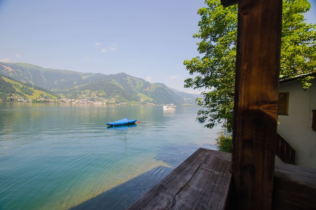 Waterfront apartment top 2 appartementen te huur in zell for Living room zell am see