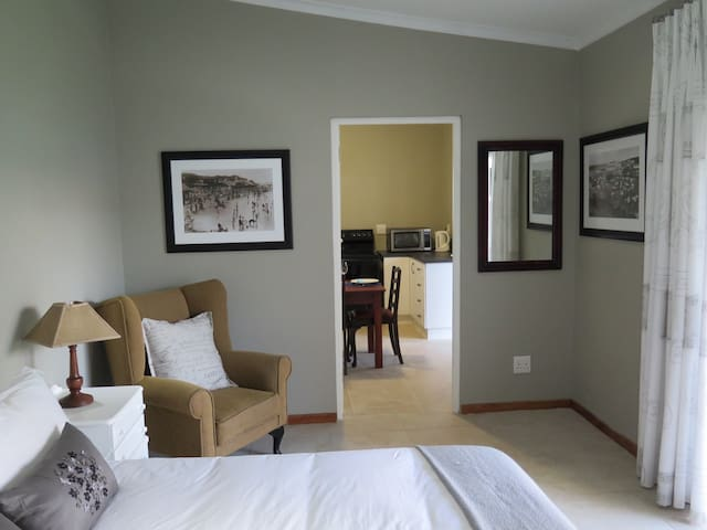 5 on Second, Beachfront Cottage, PE