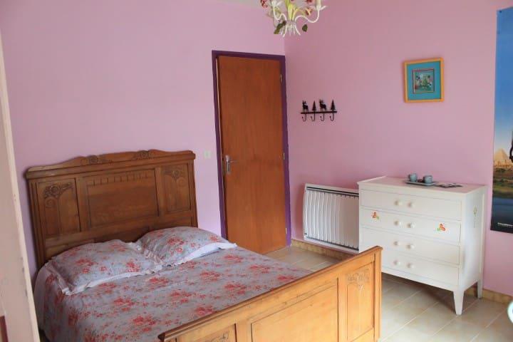 Chambre + petit déjeuner + terrasse - Sainte-Tulle - Villa