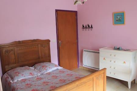 Chambre + terrasse très jolie vue - Sainte-Tulle - Casa de camp