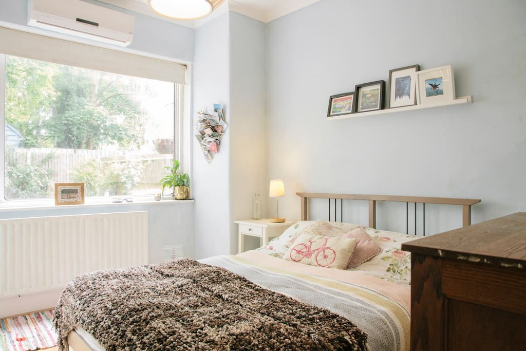Private double bedroom with view to garden