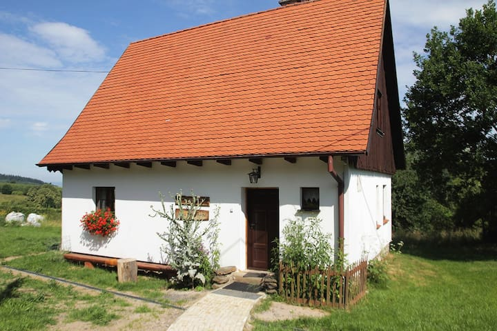 Beautiful traditional cottage! - Radochów - Bed & Breakfast
