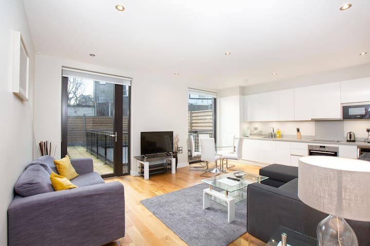 Split Level Two Bedroom Apartment With Garden and Patio Space In Maida Vale