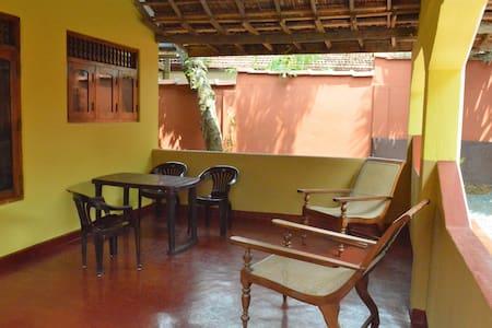 Villa Nielsen Annex double bedroom - Dodanduwa - Casa