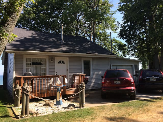 Lake Erie Cottage Beachfront - Ashtabula - บ้าน