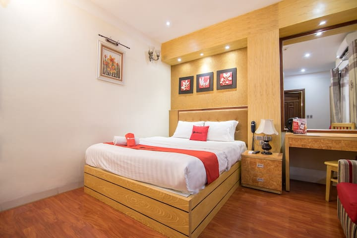 COZY Superior Double Room || near Cau Giay Park