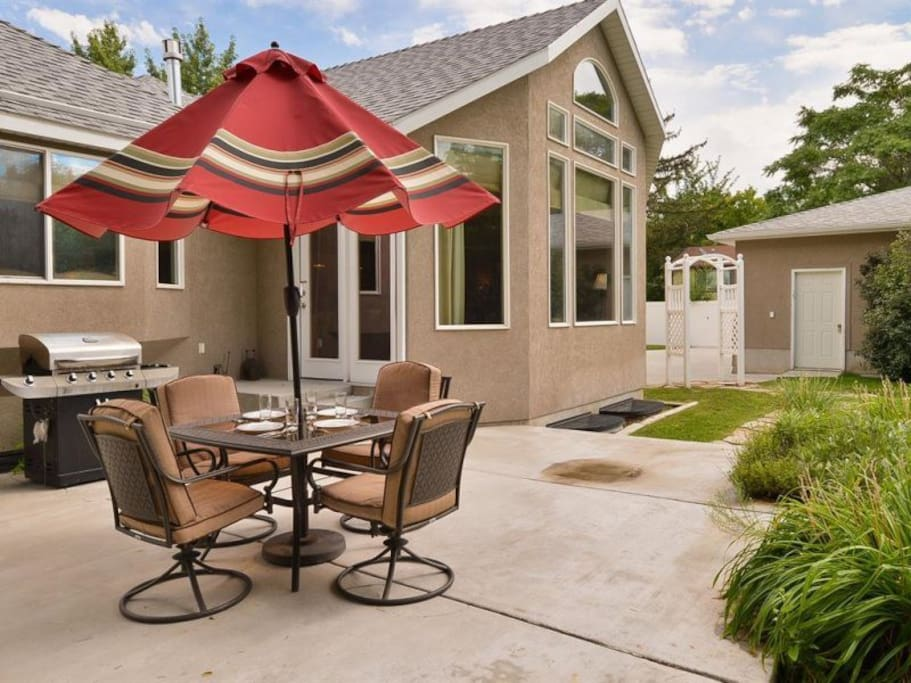 Private back patio with table and chairs