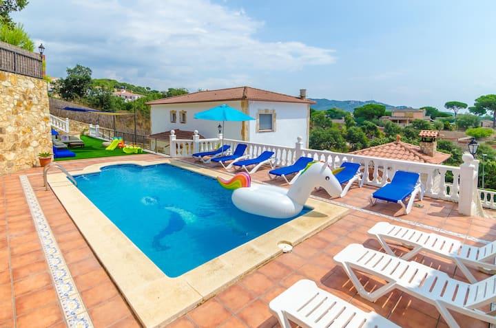 Heerlijke ruime Spaanse villa nabij Lloret de Mar