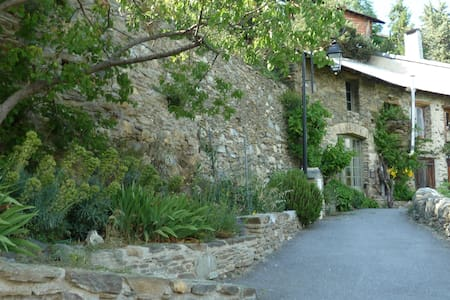 Pyrenees rock house, spectacular views, garden - Canaveilles - Rumah