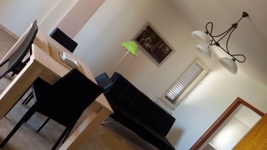 Accogliente appartamento nel verde - Collemeto - Huis