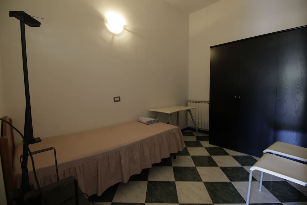 Stanza singola con possibilità di aggiunta letto - Single bedroom with  additional bed possibility