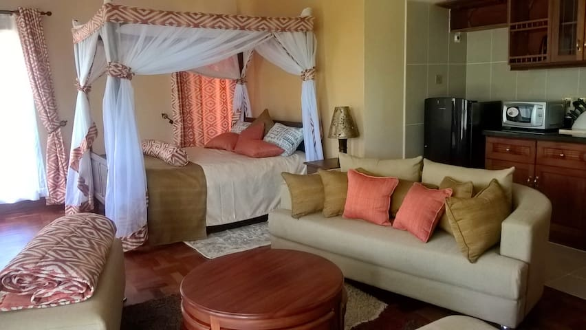 spacious,comfy &  inclusive space. - Nairobi - Bed & Breakfast