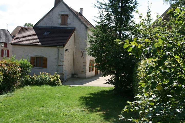 self-catering house, Gite St Martin - Asquins - Huis