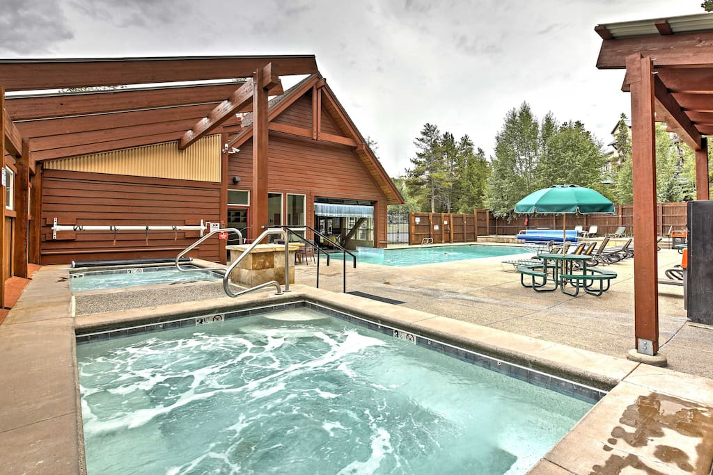 The community hot tubs and pool are a great place to loosen up your muscles after a day on the slopes!