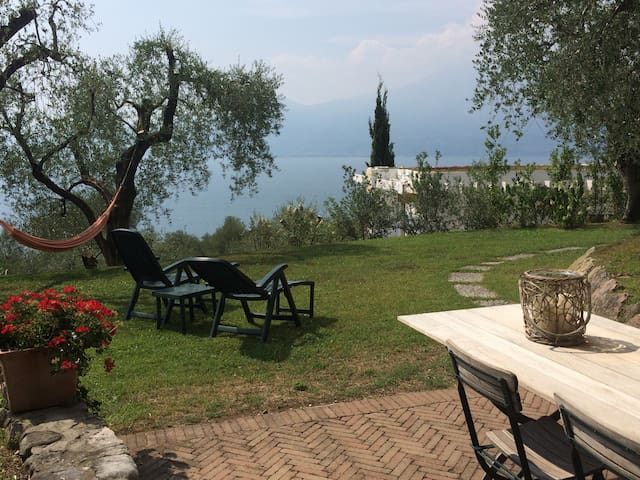 Relaxing Garda lake view apartment - Torri del Benaco - Lägenhet