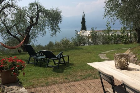 Relaxing Garda lake view apartment - Torri del Benaco - Huoneisto