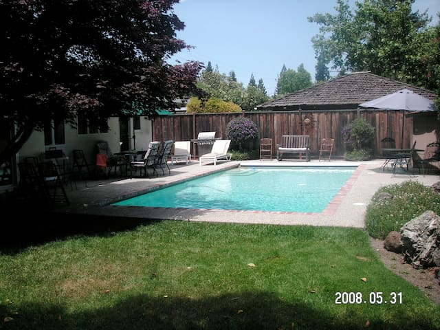 4BR 3Bath MenloHome Pool/Trampoline - Menlo Park - House