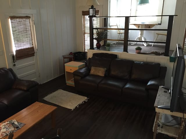 Charming early 1900's cottage - New Smyrna Beach - Bungalow
