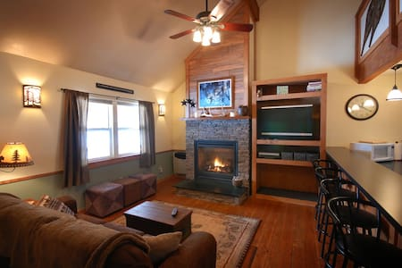 Cabin by Rock Creek with 4 BR - Clinton