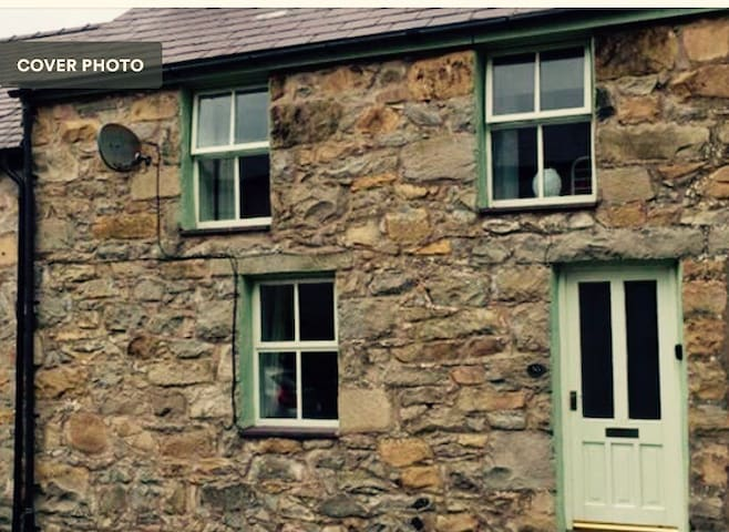 Trefor Cottage in Old Quarry village near the sea