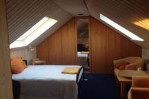 Dachzimmer mit Bad Nähe Aachen/CHIO