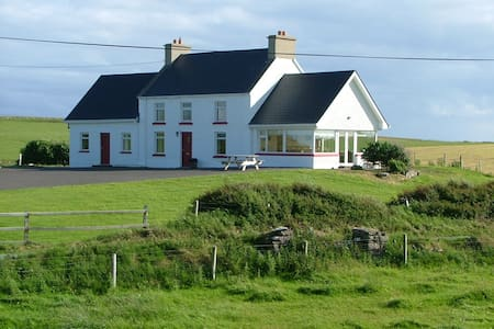Remote Cottage with Super Sea Views - County Donegal - 小木屋
