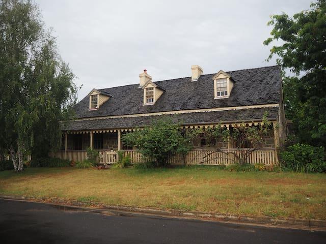 Tidmarsh -heritage character home - Braidwood