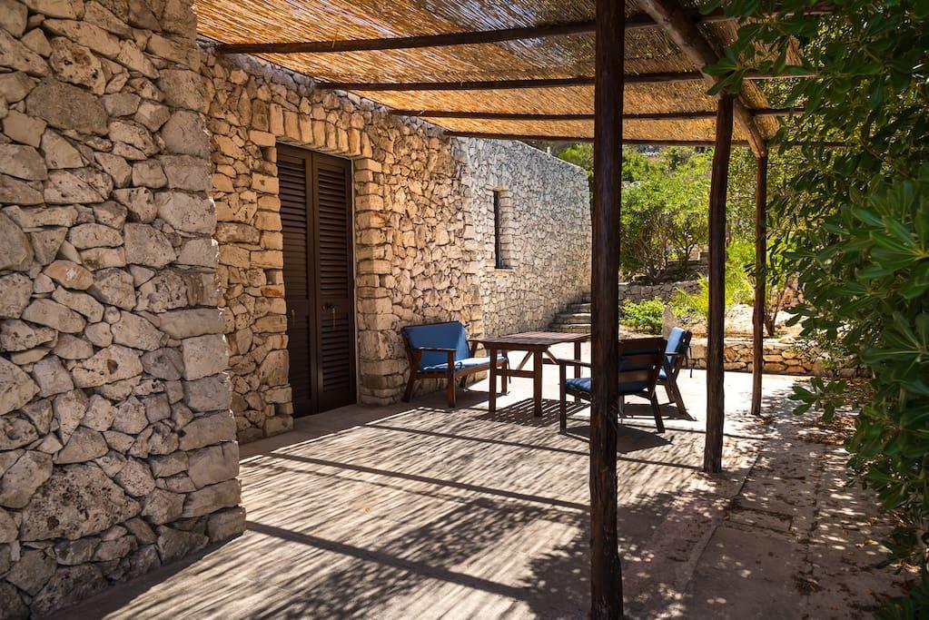 Parte posteriore della villa con cannizzo