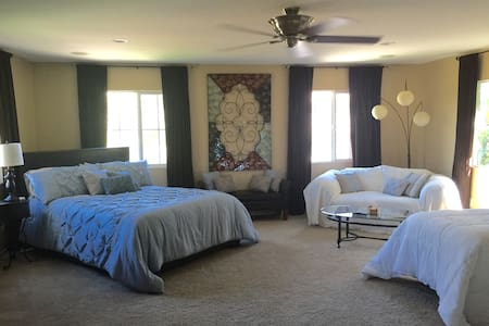 Bright mini suite w/TV sleeps 1-4, gated community - Maison