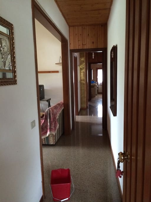 corridoio di accesso alle camere e bagno