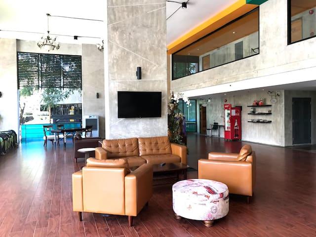 【中文服务】近宁曼路110平豪华Loft公寓 - Chiang Mai - Departamento