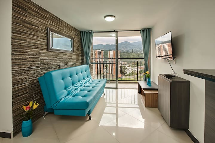 Full apartment in front of the subway, in Medellin