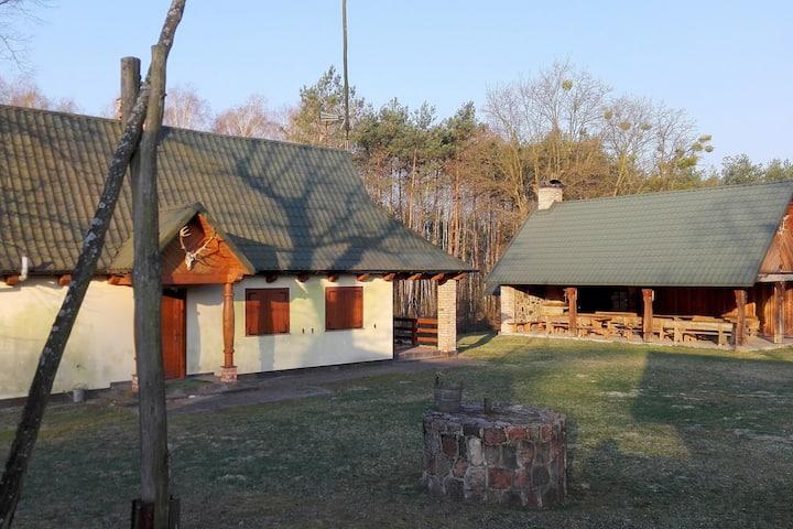 Domek Myśliwski w środku lasu