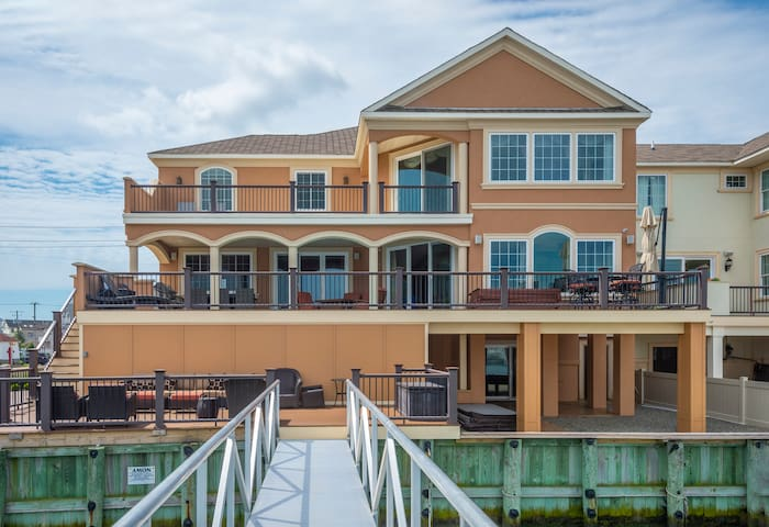 Luxury Bay Front 6BD/7BA w/Pool Hot Hub