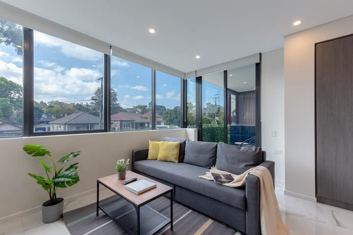 Bright&Contemporary Designed 1BR wt Free Parking