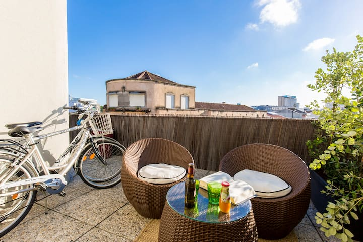 Music Relaxing Apt with bikes, terrace & parking