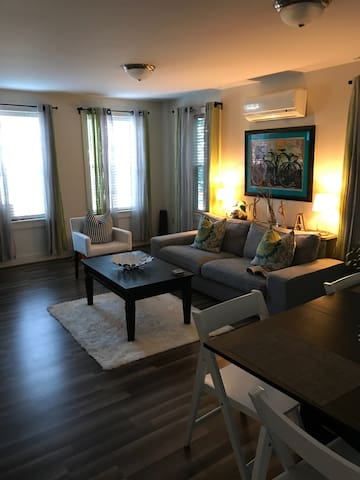 Modern condo in Providence w/free parking
