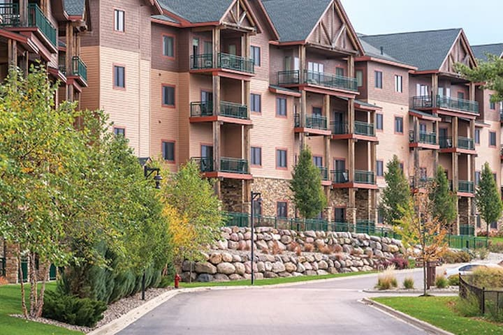2bd/2bth -free waterpark (sleeps 8) Glacier Canyon