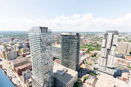 Beautiful Spacious Great View 1 Bdrm+Den Downtown