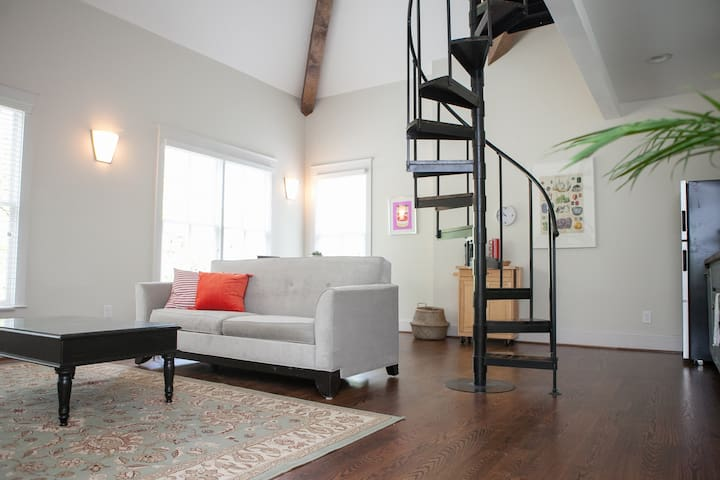 Cheerful + Airy Loft // Charming Historic District