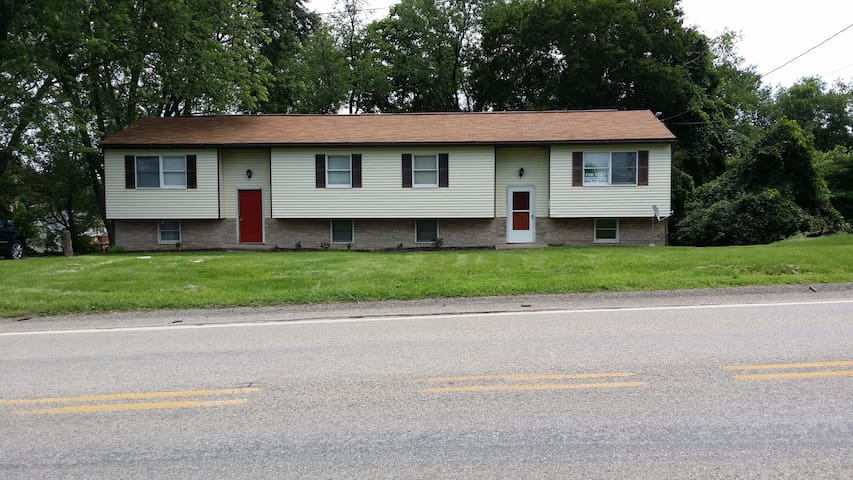 1/2 Duplex-Located minutes from I-70/I-79 Exchange