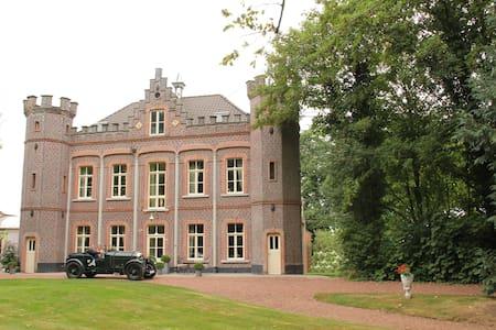 Castel 't Haantje near Bruges - Ruiselede