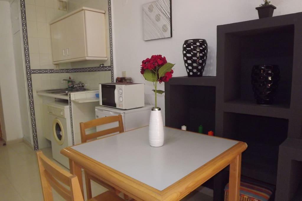 Estudio en pleno centro de granada apartamentos en - Alquilar estudio en granada ...