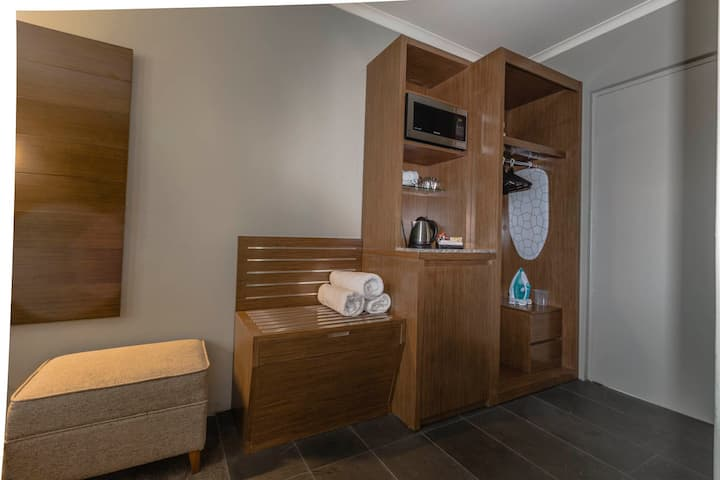 Bankstown Motel 10 - Family Room with 1 Queen 2 Single 1 Trundle Beds