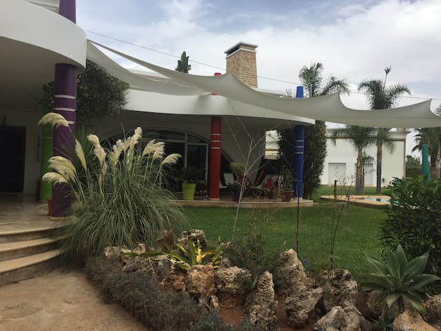 Chambre privée dans villa avec accès à la piscine