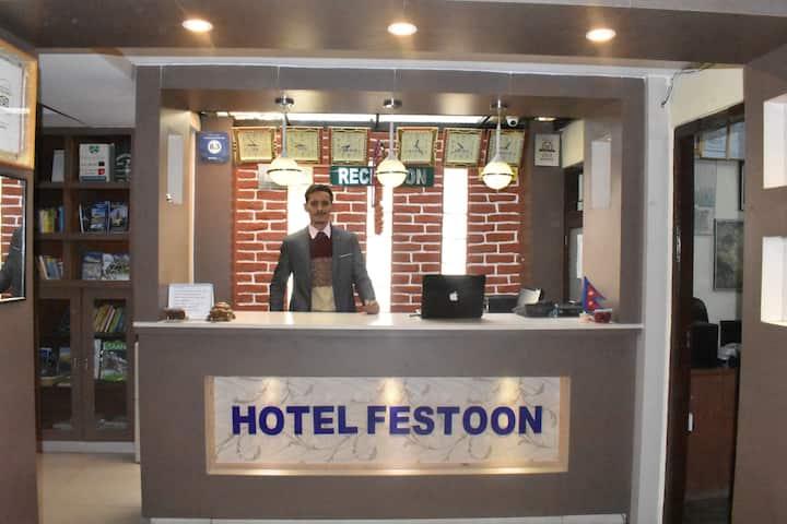 Festoon Hotel