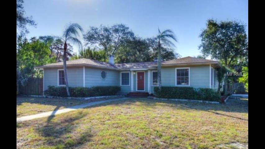 Original Clearwater Near Beaches (Whole Property) - Clearwater - Hus
