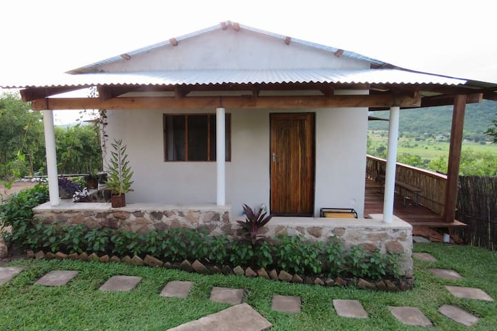 Lakeview Cottage:   two bedrooms with 6 single beds, shared shower + toilet, small kitchen and open veranda   Ideal for group bookings.