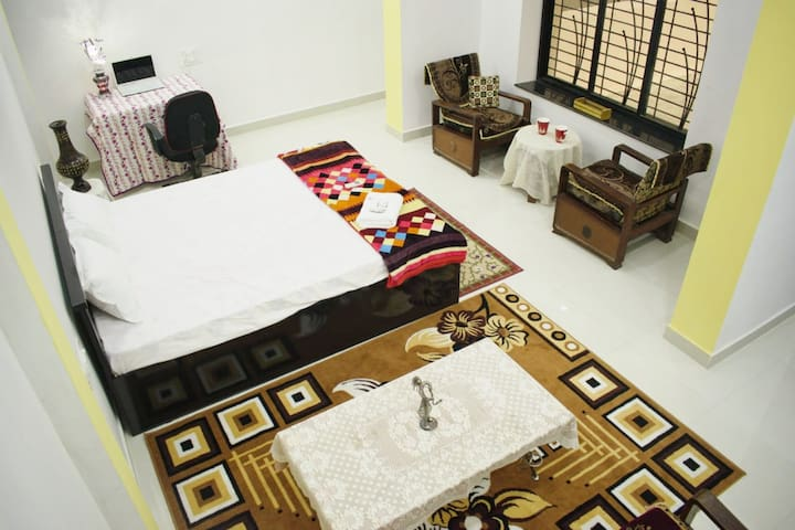 Luxurious AC Room W/Private Entrance & Breakfast!
